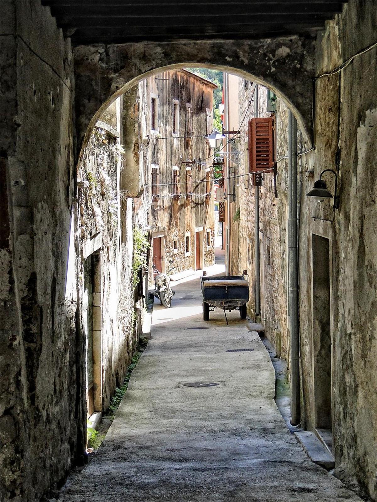Skradin streets, old town, dalmatia, history, national park krka, www.zadarvillas.com